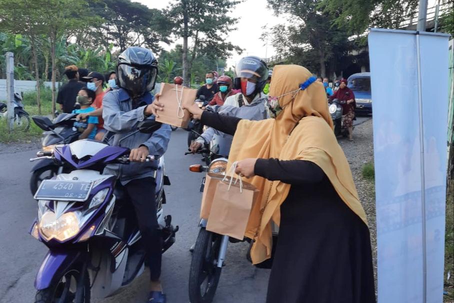 Ramadhan SD Mumtaz: Bunda Bagi Takjil, Putri Refresh Ibadah